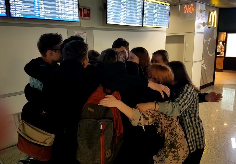 15- pozegnanie na lotnisku